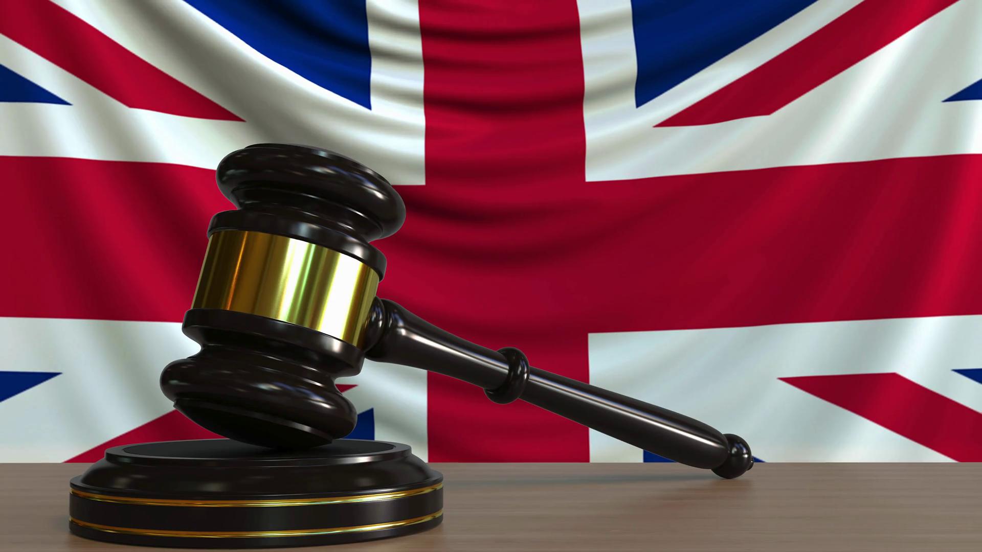 Změna pravidel za jízdy? Britské soudy rozhodly přesně naopak než české