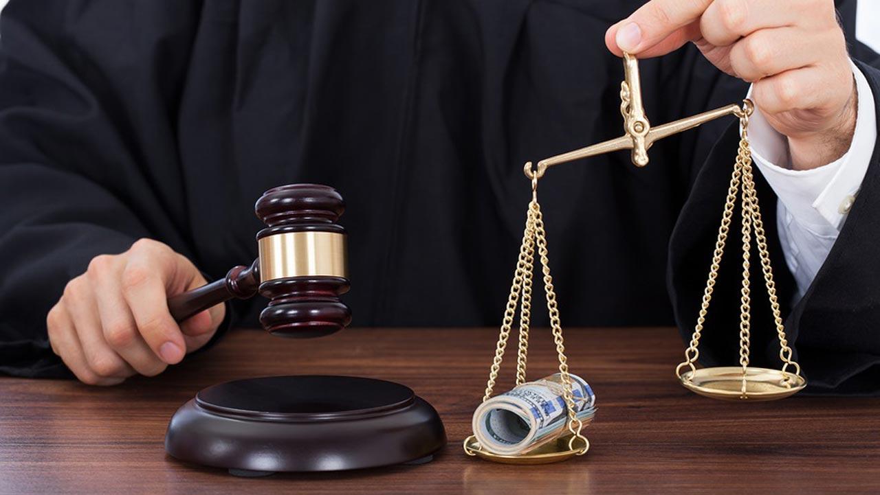 Odposlechy odhalily, že soudce požadoval úplatek