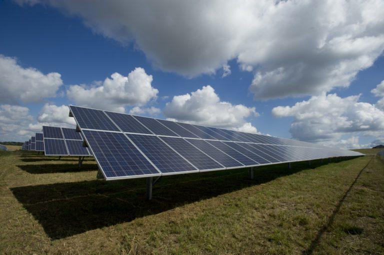 Otazníky nad rozhodováním odvolacího soudu v některých kauzách investorů do solárních elektráren